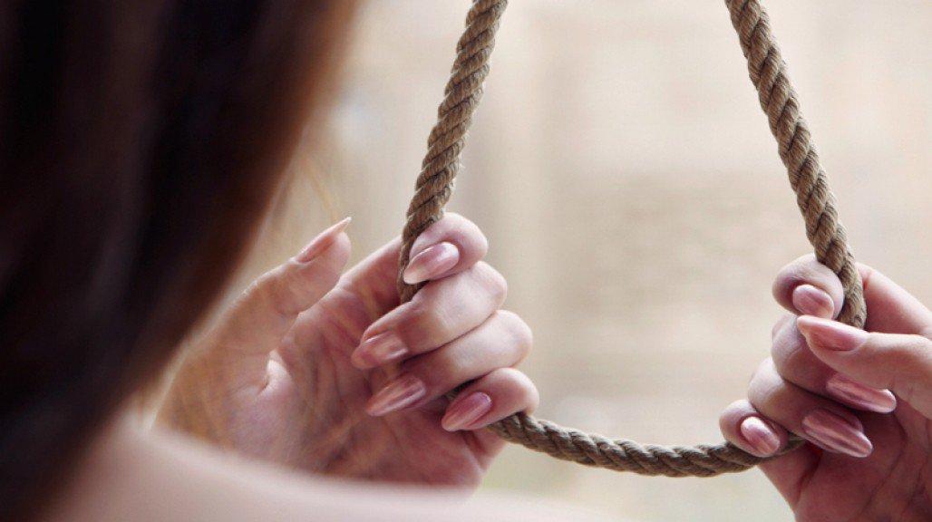 В Кировской области покончила с собой 17-летняя девушка