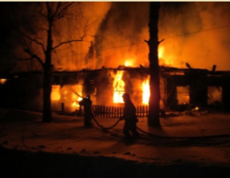 В Кирово-Чепецком районе сгорел четырехквартиный дом