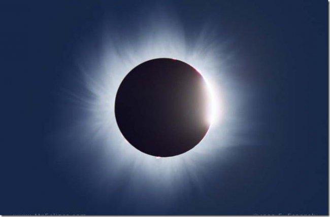 Чепчане увидят «черное» Солнце: прямая трансляция солнечного затмения