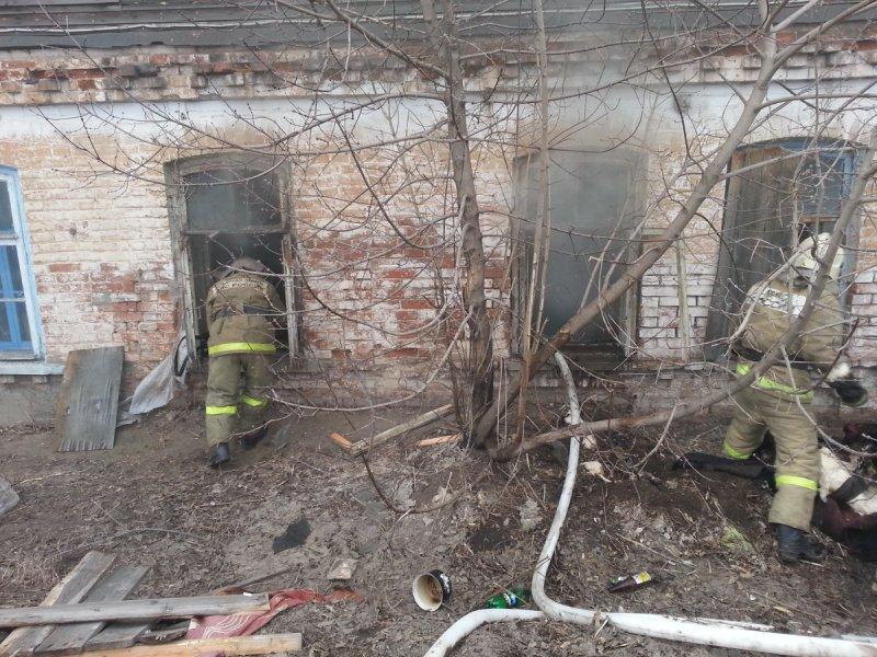 В Кировской области полицейский и случайный прохожий спасли мужчину от страшной смерти в огне