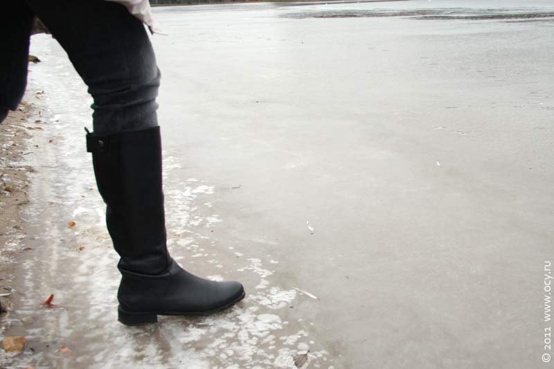 В Кирово-Чепецке мужчина ходил по тонкому льду реки, надеясь найти рыбу