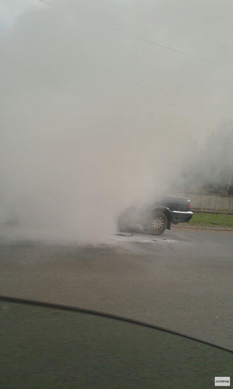 На выезде из Кирово-Чепецка горит машина