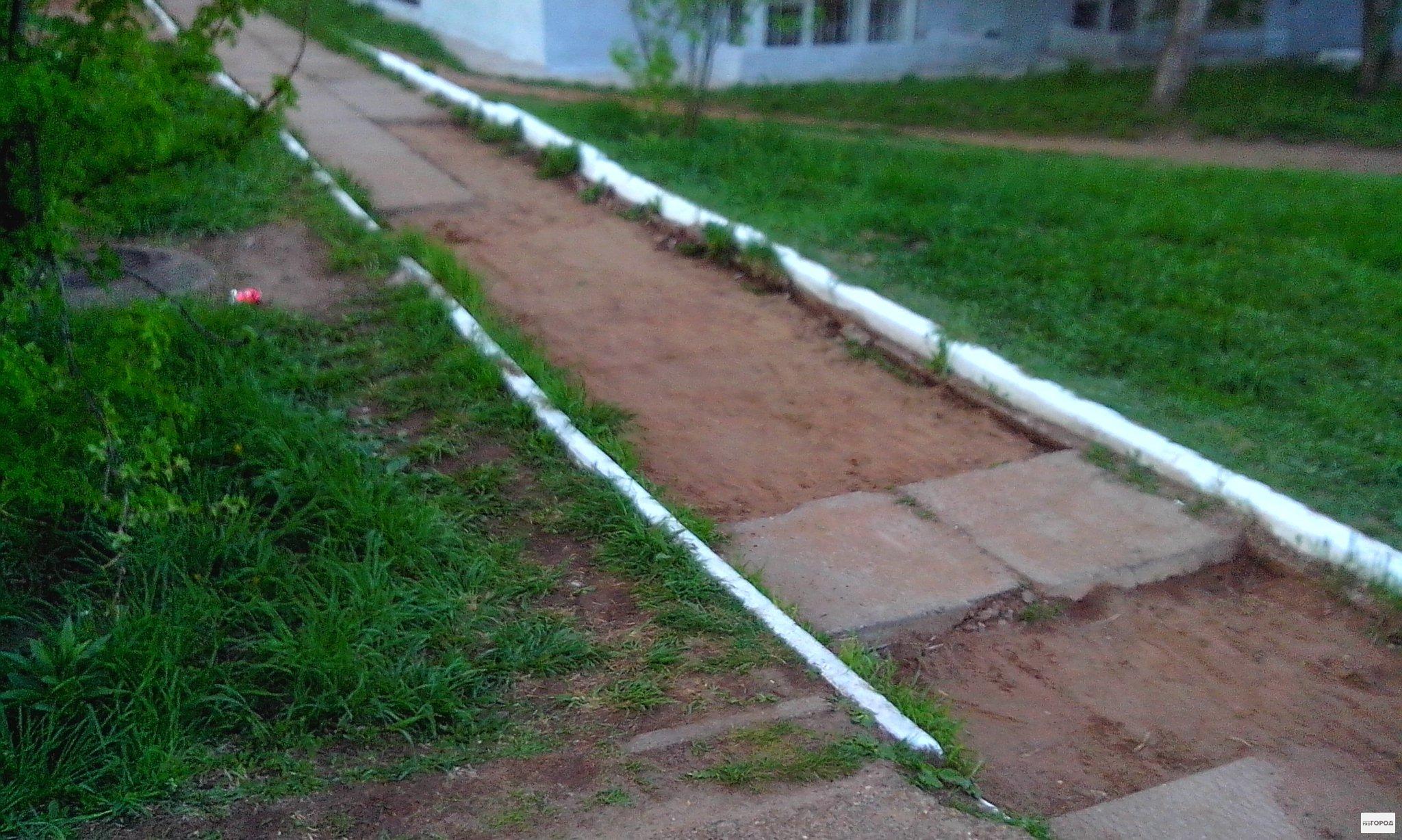 В Чепецке с пешеходной дороги украли тротуарную плитку