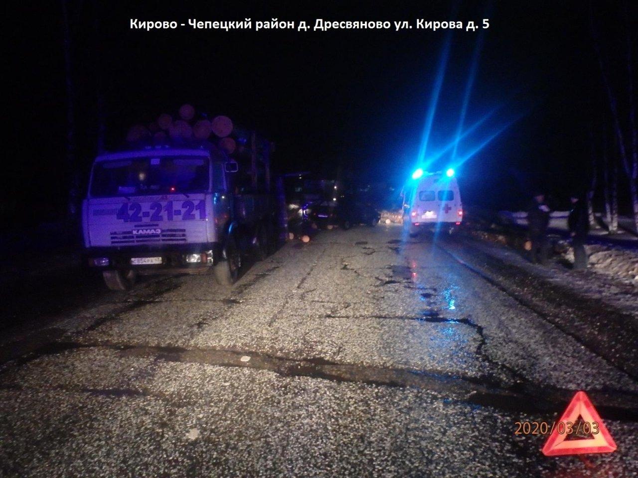 Водитель лесовоза устроил тройное ДТП на трассе в Чепецком районе