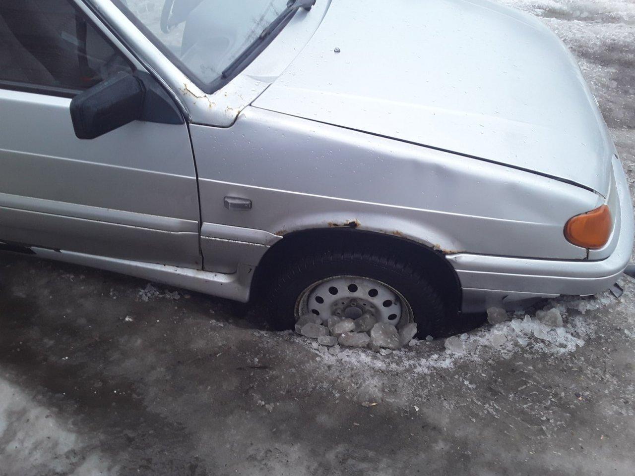 Колеса наполовину во льду: 7 фотографий страшного гололеда на улицах Кирово-Чепецка