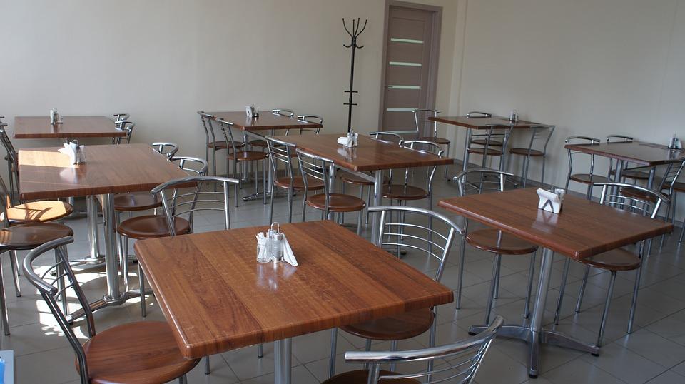 В Кировской области закроются все кафе, бары и торговые центры