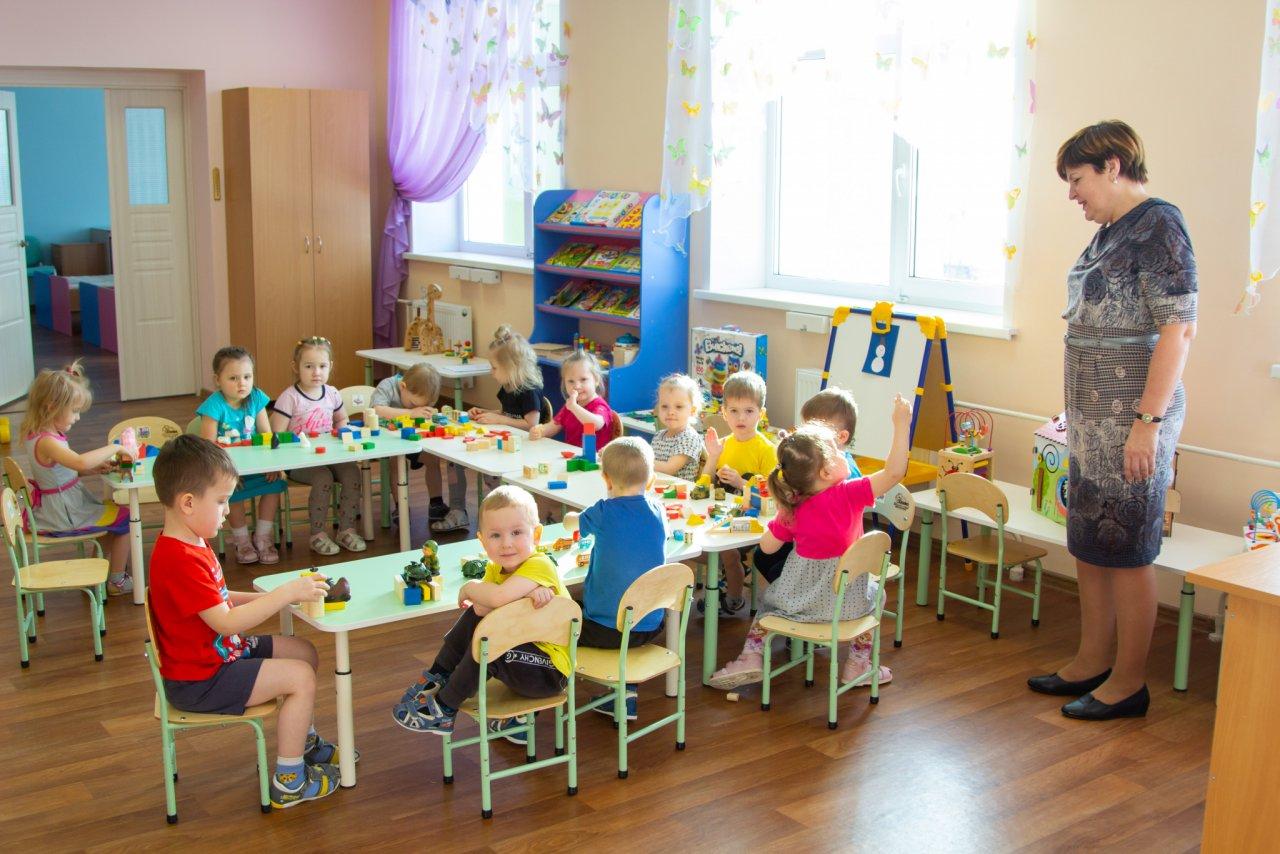 В Кировской области снимают ограничения на работу детских садов и магазинов