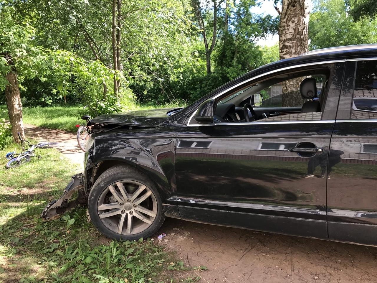 В Кирово-Чепецке неизвестный на Audi Q7 въехал в стену жилого дома