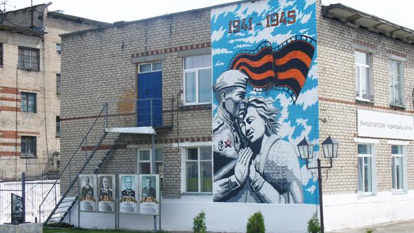 В Чепецке заключенный украсил  стену колонии граффити на военную тему