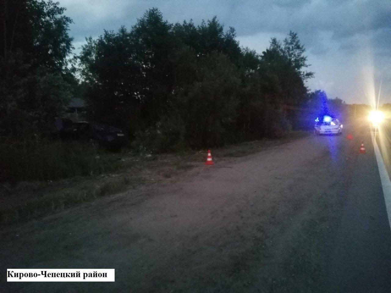 В Кирово-Чепецком районе на трассе перевернулась иномарка: есть пострадавшие