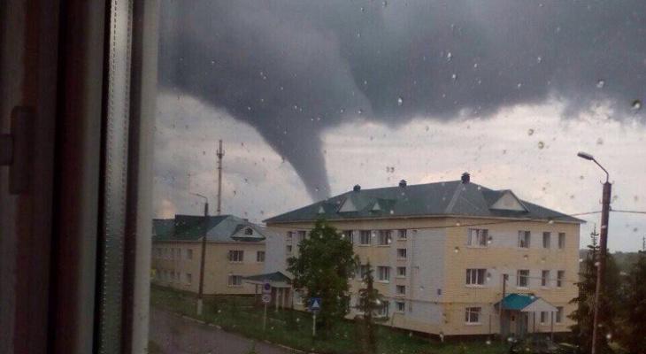 Жителей Кировской области предупреждают о возможном граде и смерчах
