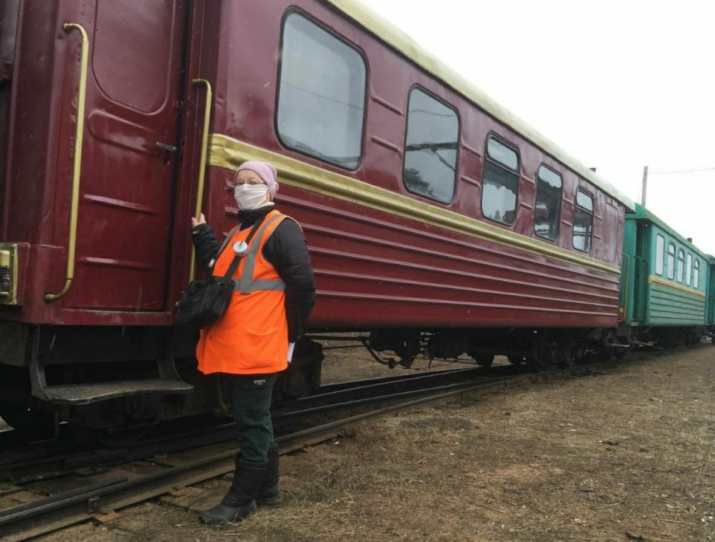 «На наш новый вагон приходят просто посмотреть»: интервью с проводницей поезда Каринской УЖД