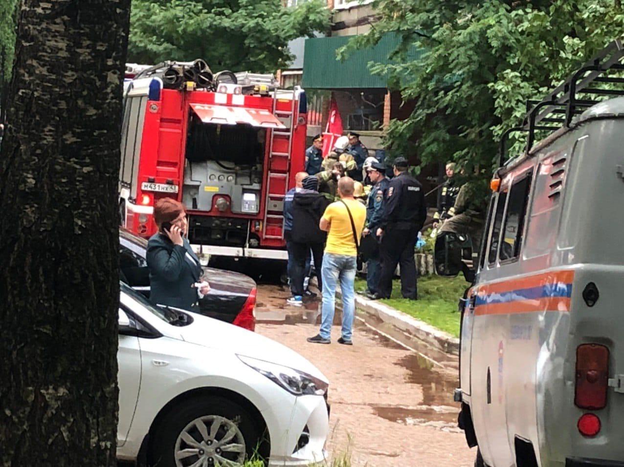 На Школьной горят квартиры в высотке: на место ЧП приехала глава города