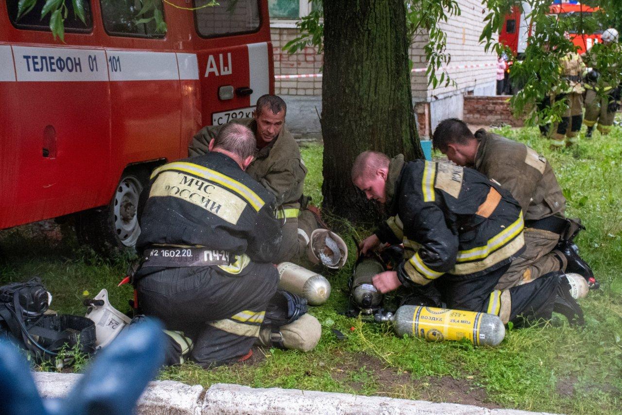 При пожаре на улице Школьной чепецкие огнеборцы спасли четырех человек