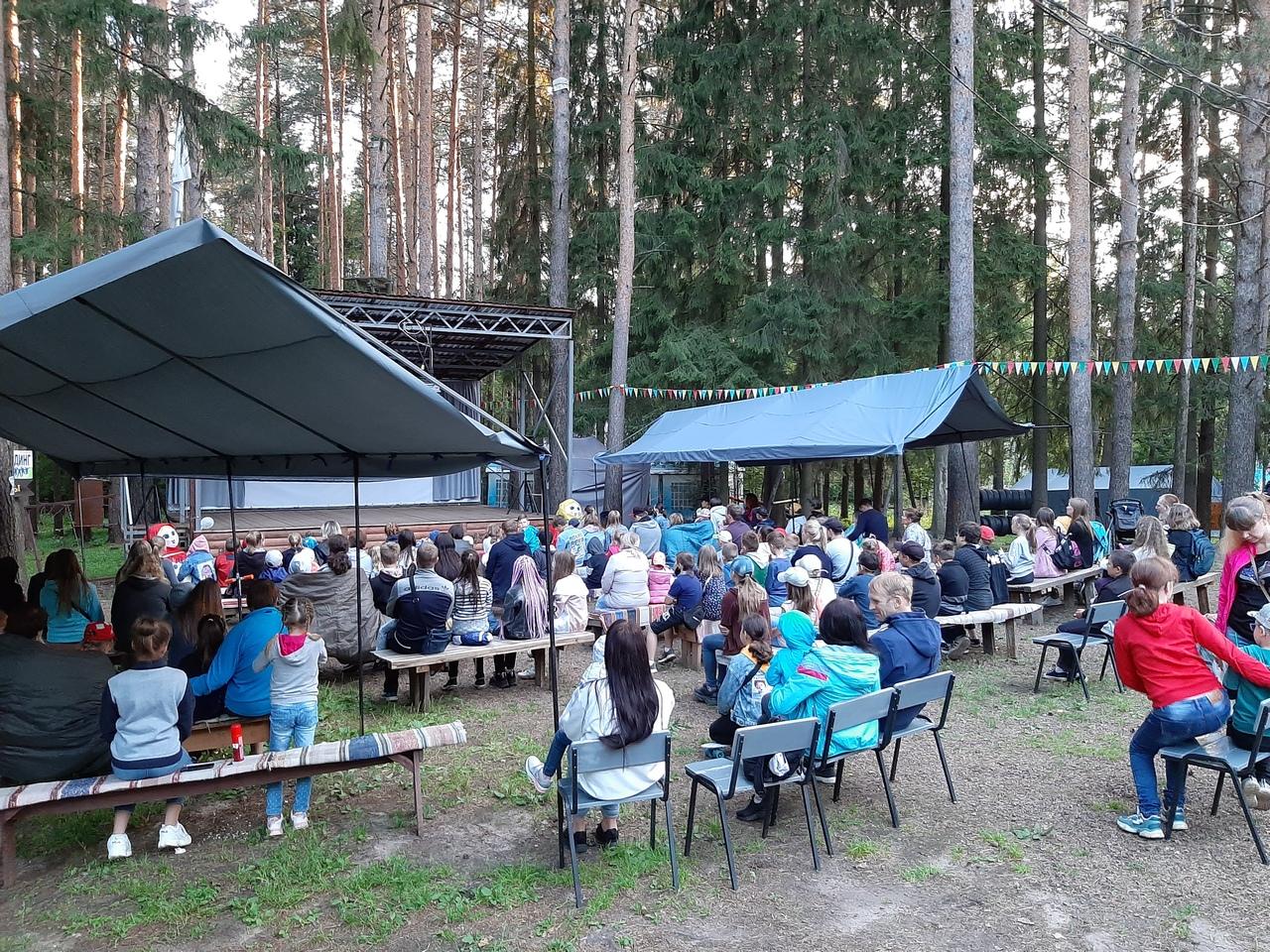 Первый сеанс в открытом кинотеатре в Кирово-Чепецке собрал абсолютный аншлаг