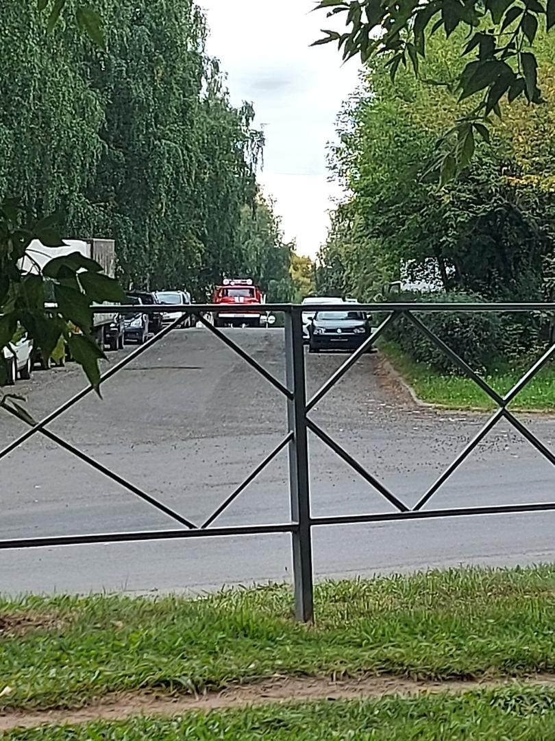 В районе автовокзала в Чепецке очевидцы заметили вереницу пожарных машин и скорую