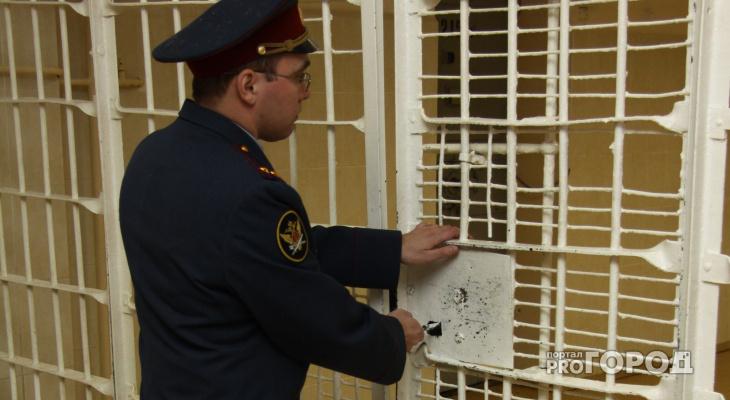 На улице в Кирово-Чепецке на мужчину напал грабитель с ножом