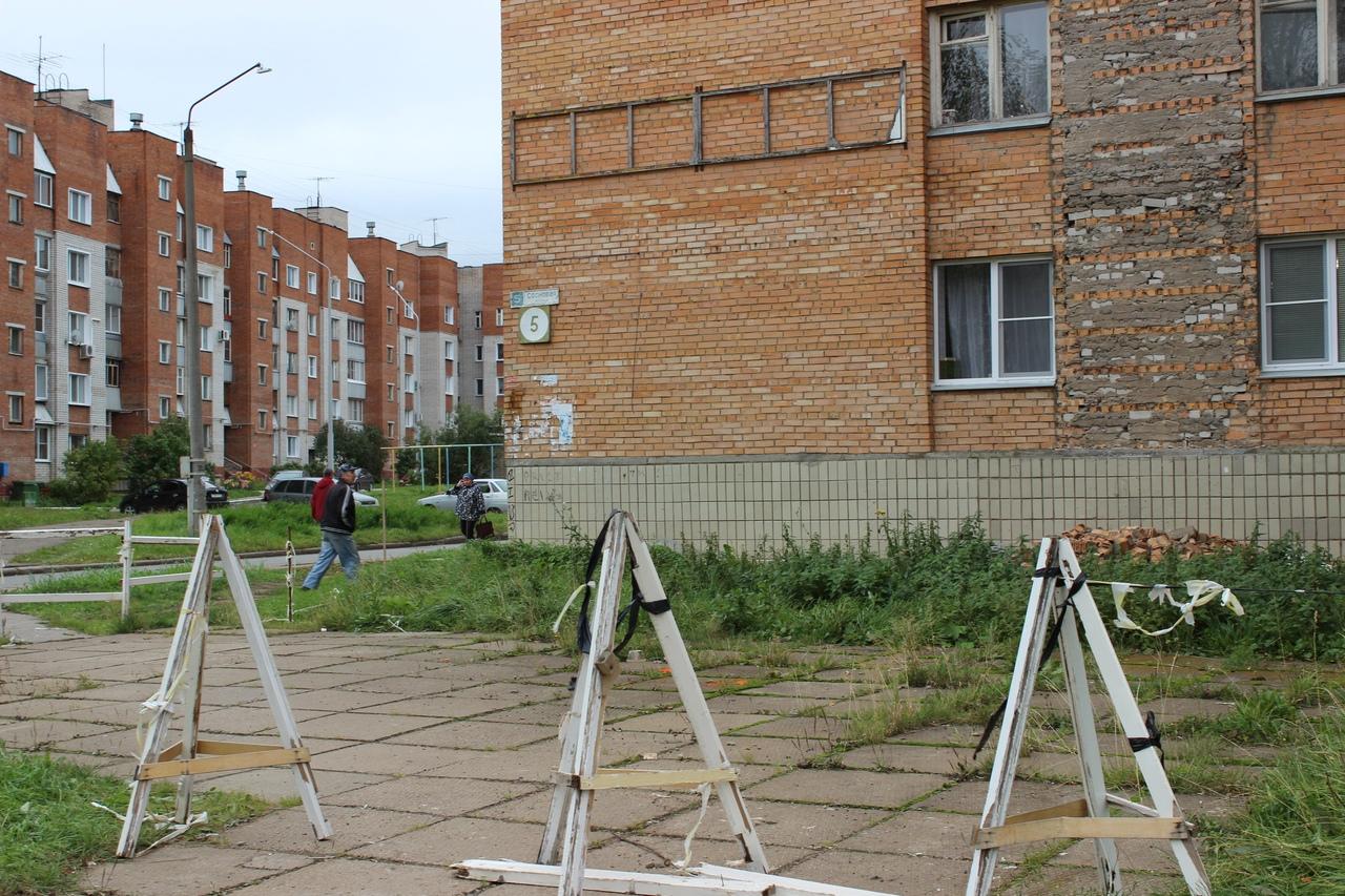 «Кирпичи падают на глазах!»: жильцы дома на Сосновой боятся за свои жизни