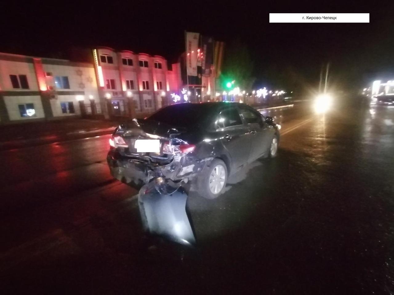 Ночью в Чепецке автомобиль Isuzu протаранил Toyota: есть пострадавшие