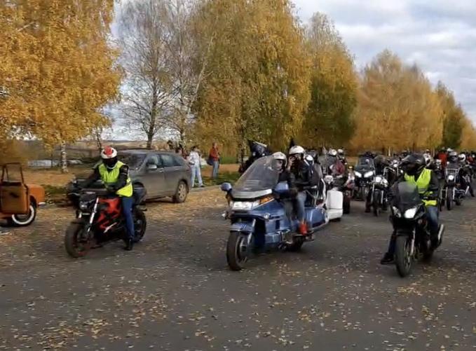 Трюки на мотоциклах и конкурсы: байкеры закрыли мотосезон в Кирово-Чепецке
