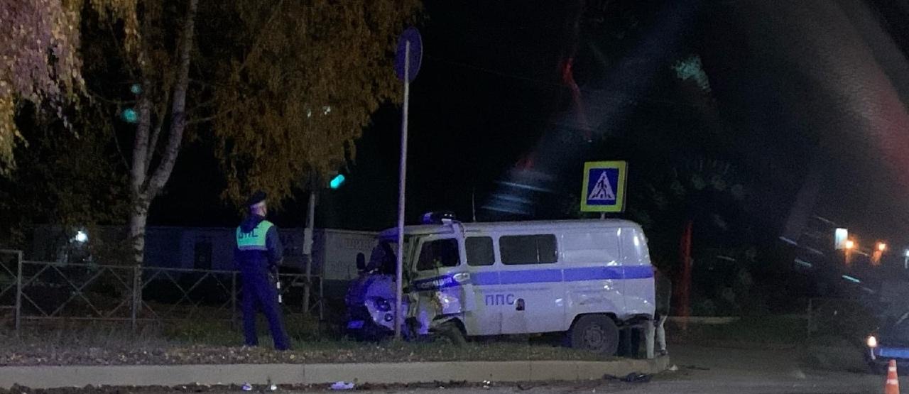 В Кирово-Чепецке иномарка столкнулась с машиной ППС: известны подробности