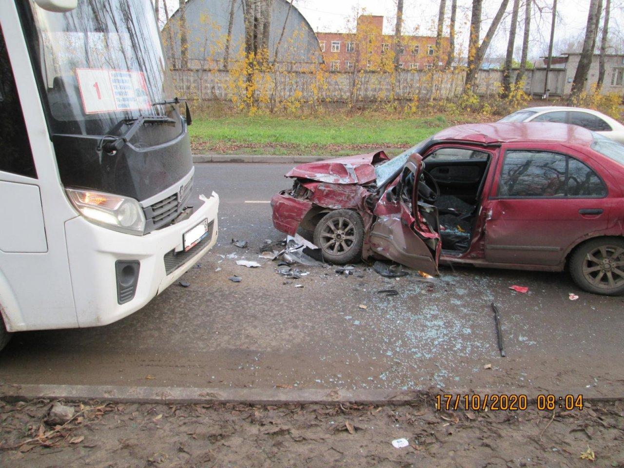В Кирово-Чепецке пьяный водитель устроил лобовое ДТП с автобусом