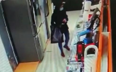В Кирово-Чепецке девушка украла из магазина пылесос