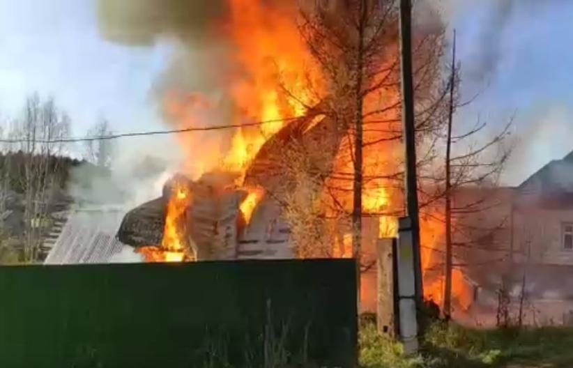 В Кирово-Чепецком районе полностью сгорел садовый дом: в МЧС рассказали о подробностях ЧП