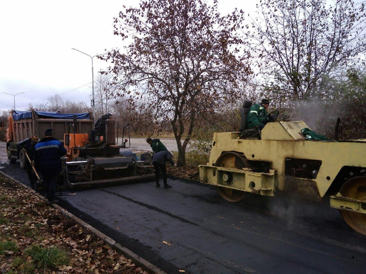 В Чепецке ремонтируют асфальт на улице Некрасова