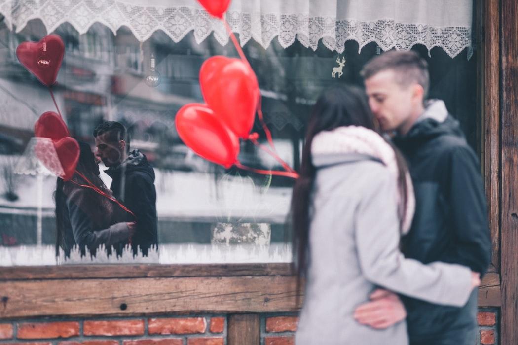 Астрологи назвали 3 знака, которых ждет любовь в ноябре