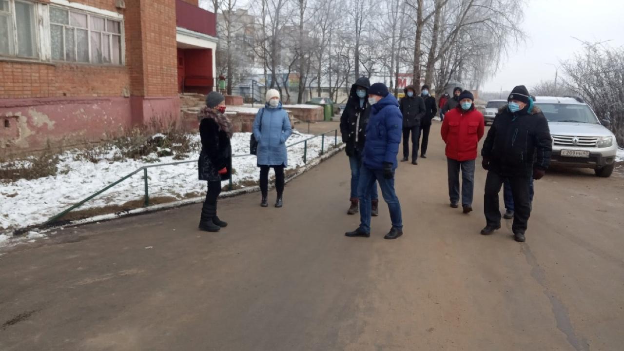 Во время ремонта тротуара на улице Алексея Некрасова «исчез» люк