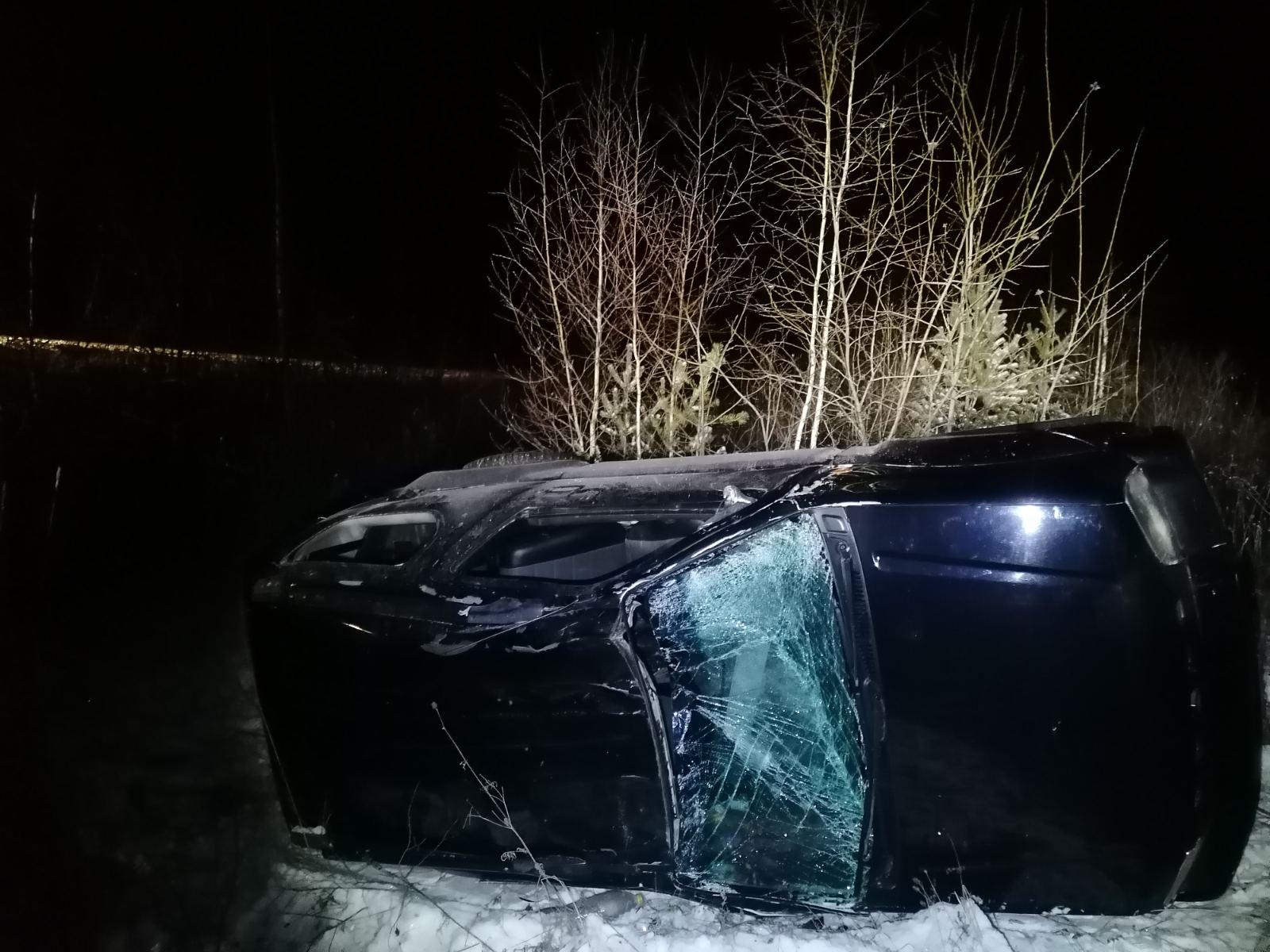 В Чепецком районе перевернулся внедорожник: пострадала годовалая девочка