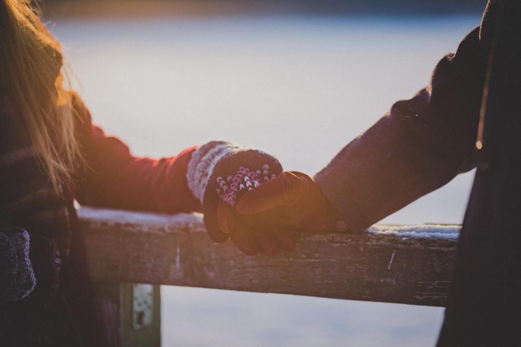 Астрологи рассказали, кому повезет в любви на выходных
