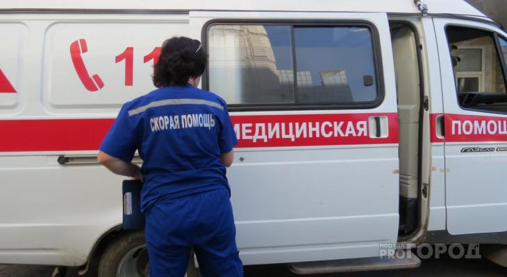 В Чепецке ВАЗ влетел в грузовик, пострадала женщина